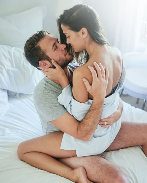 Ear, Comfort, Shoulder, Elbow, Interaction, Love, Romance, Thigh, Linens, Muscle,