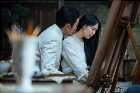 Interaction, Black hair, Love, Conversation, Romance, Scene,