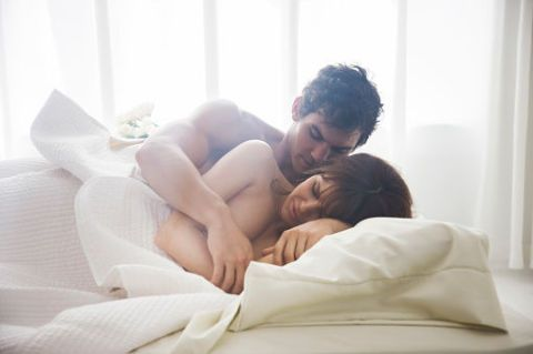 Human, Comfort, Shoulder, Elbow, Interaction, Linens, Black hair, Bedding, Love, Sleep,