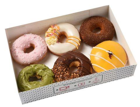 "<p>Krispy Kreme 暑假期間推出的環遊世界系列新品,以各國的特色口味為發想,推出國家限定的甜甜圈。第一波以亞洲國家為主,主打台灣與日本限定的芒果及抹茶口味的甜甜圈廣受好評。今年夏天第一次推出<span class=""redactor-invisible-space"" data-verified=""redactor"" data-redactor-tag=""span"" data-redactor-class=""redactor-invisible-space"">的</span>「靜岡抹茶蛋糕<span class=""redactor-invisible-space"" data-verified=""redactor"" data-redactor-tag=""span"" data-redactor-class=""redactor-invisible-space""></span>」則加入了風味濃郁<span class=""redactor-invisible-space"" data-verified=""redactor"" data-redactor-tag=""span"" data-redactor-class=""redactor-invisible-space"">的</span>靜岡<span class=""redactor-invisible-space"" data-verified=""redactor"" data-redactor-tag=""span"" data-redactor-class=""redactor-invisible-space""></span>抹茶,以靜岡抹茶為基底的蛋糕,外層再沾附香濃的靜岡抹茶巧克力,口感層次更豐富多元。</p><p>官方粉絲團:<a href=""https://www.facebook.com/krispykremetaiwan/?fref=ts"">Krispy Kreme Taiwan</a></p>"