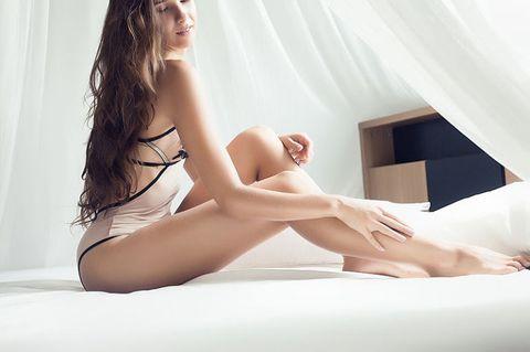 "<p>        沒有超模的身高不是問題!擁有勻稱纖細的雙腿一樣迷人啊~COSMO Angel要告訴大家,六招簡單的伸展運動,讓妳拉出又細又直的茭白筍腿。其實養成拉筋的習慣可是相當重要的,就像做瑜伽一樣幫妳調整體態,雕塑肌肉線條,讓雙腿更加勻稱看起來自然就長啦!美麗的辣媽小S也曾分享,就算沒時間運動,也會找時間拉拉筋呢!各位Angels趕快跟著做吧!養成美腿不是夢!<span class=""redactor-invisible-space"" data-verified=""redactor"" data-redactor-tag=""span"" data-redactor-class=""redactor-invisible-space""></span></p>"
