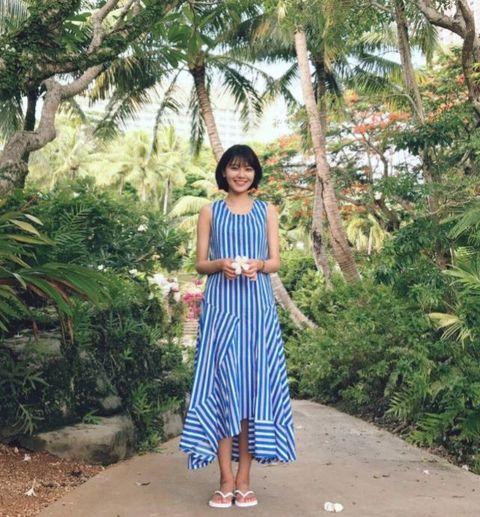 <p>秀英時常以夏天感十足的飄逸長裙打造浪漫的女神風格,穿起長裙來更顯她修長的身形,如果想要穿得簡單又有型,也可以像秀英一樣挑選設計感的不規則裙襬,也是今年很流行的設計元素。</p>