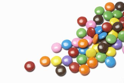 <p><font><font>舔m&amp;m的一面,讓它變得有點黏黏的之後,黏在自己的身上,例如一路從胸部黏到私密處上方,排出一個箭頭的圖案,讓男友一路吃糖吃到妳指示的部位,在吃完糖果之後,他便會知道他該進攻哪個部位,才能夠讓他的寶貝舒服~</font></font></p>