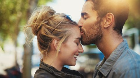 <p>是不是常常在想,自己明明也不是不夠漂亮,又或者性格也不是多差,為什麼就是沒人追?為什麼就是男友遲遲不肯開口說要把我娶回家?也許對於男人來說,妳不是不好,但就是缺少了一些「什麼」,這次就讓COSMO Amgel告訴妳,妳到底缺少什麼,對於男人來說,除了外表之外什麼樣性格的女人,會讓他們擁有一輩子也不嫌膩,想脫單或是結婚的妳絕對必看,順便預祝情人節可以成為妳倆的紀念日.</p>