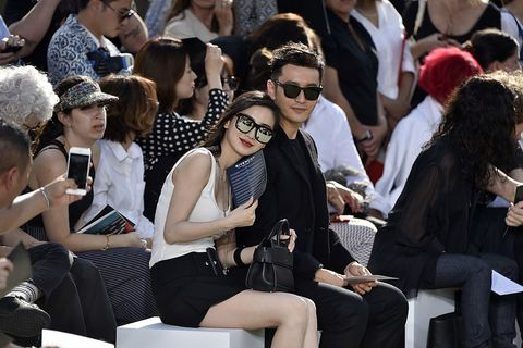 Eyewear, People, Fashion, Event, Street fashion, Crowd, Audience, Sitting, Vision care, Sunglasses,