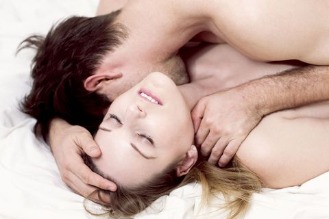 <p>每個女人一定都夢寐以求,能夠在此生與另一半來一場被頂到靈魂出竅的愛愛,可是現實就是男人常常都馬不夠力,別再怨嘆愛愛時都不來勁,那一定是你們的體位選擇的不對,這次姊就來告訴妳5個讓男人超好出力的經典愛愛體位,就是要讓巨龍橫衝猛撞直奔高潮終點.</p>