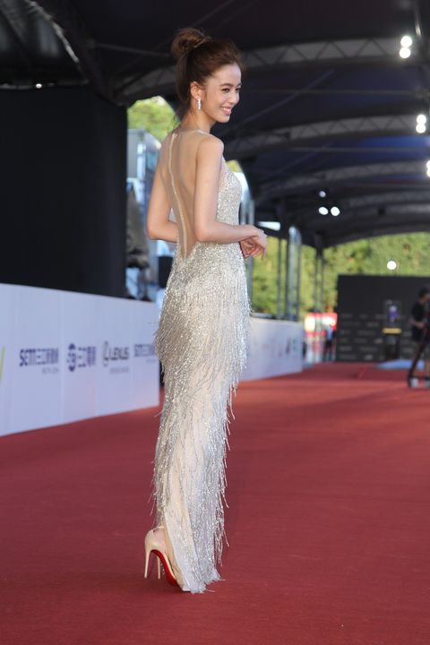 Red carpet, Carpet, Clothing, Fashion model, Fashion, Flooring, Dress, Beauty, Hairstyle, Premiere,