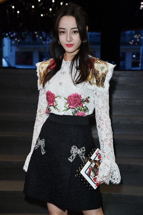Fashion model, Clothing, Fashion, Dress, Shoulder, Fashion show, Waist, Leg, Street fashion, Photography,