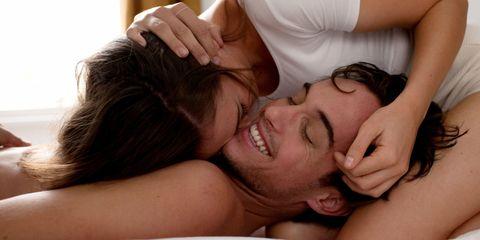 "<p>女人跟男人真的差很多,我們在愛愛的時候,除了<a href=""http://www.cosmopolitan.com.tw/love/sex/how-to/g1428/5-sex-position-clitoris-orgasm/"" data-tracking-id=""recirc-text-link"">高潮</a>之外,我們還想要的更多,不過這些更多,也有可能會被某些男人認為我們女人太浪漫了,可是我們女人的身體確實是要夠多的浪漫氛圍才能產生身體和心理上的愉悅呀,不然單憑你們男人的技巧就省省吧,以下女人在<a href=""http://www.cosmopolitan.com.tw/love/sex/news/g1414/man-loves-thing-when-making-love/"" data-tracking-id=""recirc-text-link"">愛愛時所渴望</a>的6件事&nbsp;<span class=""redactor-invisible-space"">,認同請分享!</span></p>"