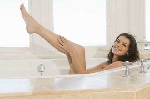 Bathtub, Leg, Beauty, Plumbing fixture, Human leg, Bathroom, Foot, Room, Long hair, Mattress,