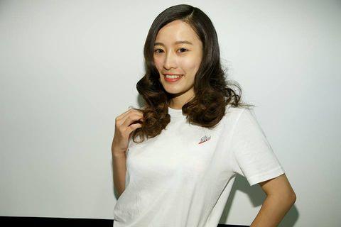 White, Face, Shoulder, Cheek, Arm, T-shirt, Lip, Long hair, Smile, Brown hair,