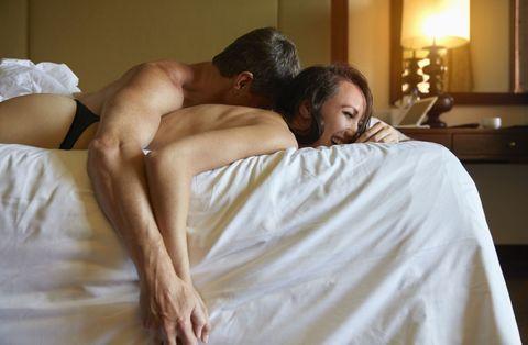 <p>對男人來說,可以一直持續性的高潮是最興奮的,但馬拉松式的性愛需要持久不斷的精力,當完事後他立刻又想再來一場,那表示妳真的讓他停不下來啊!讓他只想和妳體驗一次又一次的高潮。</p>