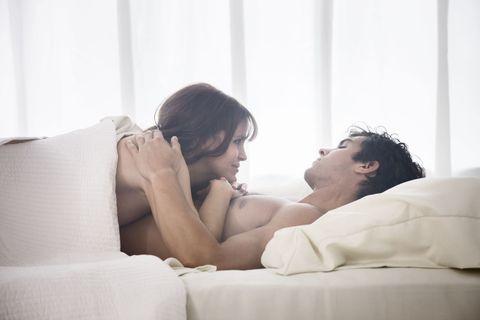 "<p>男友每次都叫不醒,美好假日又浪費在賴床上,這樣就太可惜啦!這時身為女友的妳,如果只是坐在床邊生悶氣,妳知道這絕對是最最沒用的事,最後搞得兩個人都不開心,那可不行<span>,這次Cosmo Angel就要來教妳5個花招變身性感鬧鐘,讓男友乖乖起床,甚至將妳反撲來場晨間運動,</span><span class=""redactor-invisible-space"" data-verified=""redactor"" data-redactor-tag=""span"" data-redactor-class=""redactor-invisible-space"" style=""background-color: initial;"">讓叫男友起床成為妳最期待的事!</span></p>"