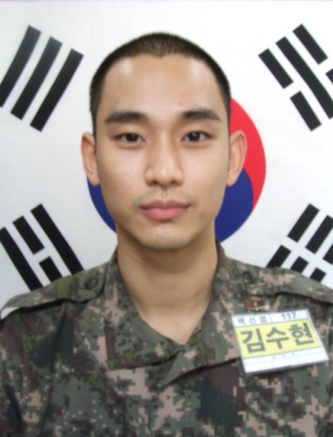 Military uniform, Soldier, Forehead, Military camouflage, Military person, Army, Military, Military officer, Non-commissioned officer, Buzz cut,