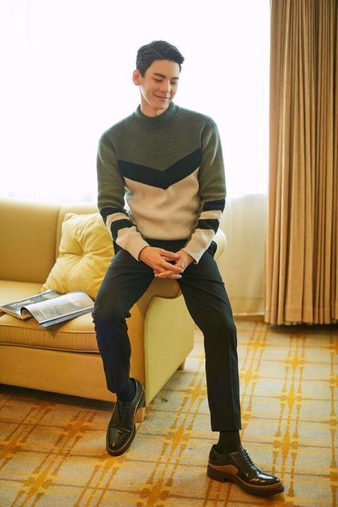 Yellow, Sitting, Standing, Fashion, Footwear, Leg, Knee, Shoe, T-shirt, Photography,
