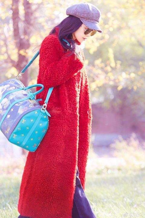 Clothing, Red, Pink, Magenta, Outerwear, Purple, Maroon, Headgear, Street fashion, Textile,