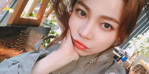 "<p>卧蠶妝是韓國十分流行的妝容特點,因為卧蠶可以讓妝容增添清新可人的感覺,另外,歐美妝容也都會出現下眼影,完美的下眼影可以使眼妝更完整和立體,但畢竟不是很多男人都懂得化妝,卧蠶太明顯又會被誤以為眼睛腫;下眼影畫深色又會被誤以為是眼線脫妝,所以今天就要來跟韓妞們偷學,到底要怎麼做才畫出乾淨的下眼影!<span class=""redactor-invisible-space"" data-verified=""redactor"" data-redactor-tag=""span"" data-redactor-class=""redactor-invisible-space""></span></p>"