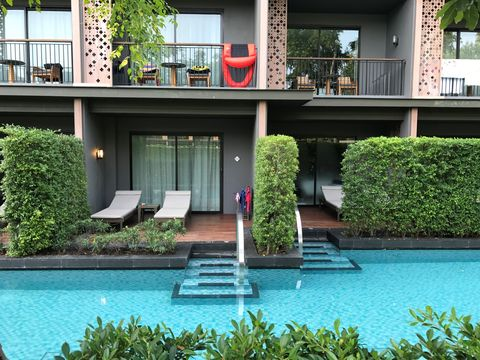 Property, House, Swimming pool, Building, Architecture, Real estate, Courtyard, Residential area, Home, Shrub,