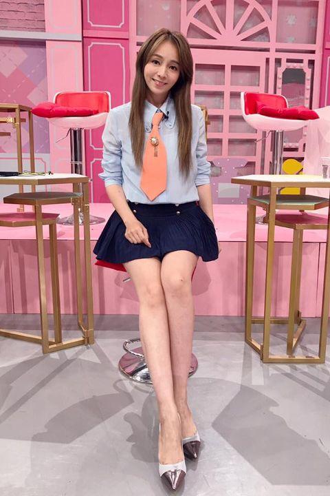 Clothing, Leg, Pink, Human leg, Thigh, Fashion, Beauty, Skin, Snapshot, Footwear,