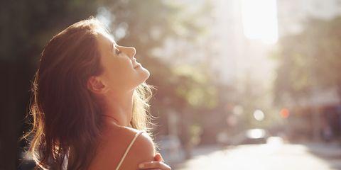 Hair, Backlighting, Face, Sunlight, Light, Beauty, Nose, Lens flare, Sky, Skin,