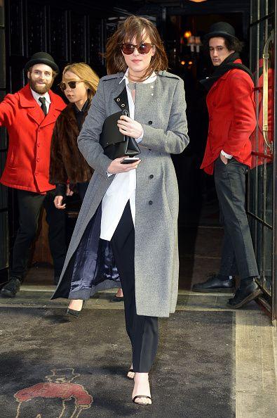 Clothing, Coat, Street fashion, Trench coat, Fashion, Snapshot, Outerwear, Overcoat, Footwear, Leg,