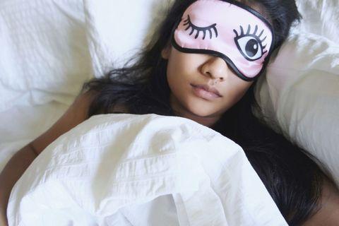 "<p>正常人每天所需大約是7到8小時的睡眠,其實睡眠時間並非越長越好,最重要的是入睡的時間和睡眠品質,晚上11點至凌晨1點是膽經運行的時間,而凌晨1點至3點則為肝經運行時間,都是陰陽氣血交匯的時後,所以最好的入睡時間在晚上11點前,睡眠品質是最好的!<span class=""redactor-invisible-space"" data-verified=""redactor"" data-redactor-tag=""span"" data-redactor-class=""redactor-invisible-space""></span></p>"