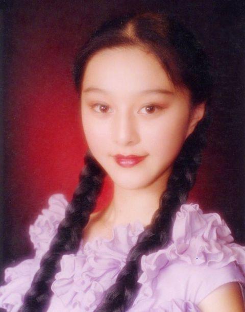 Hair, Face, Hairstyle, Eyebrow, Portrait, Lip, Chin, Beauty, Long hair, Forehead,