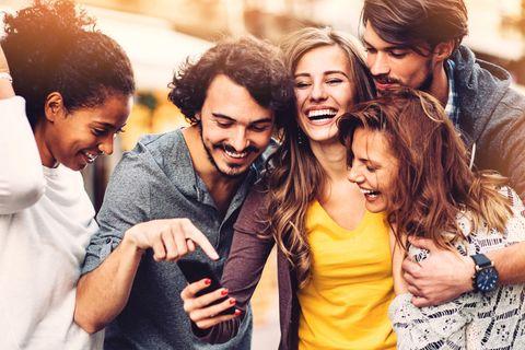 <p>如果真的要從交友App尋找對象的話,建議挑選有共同好友的對象,這樣有兩個好處,一是可以從好友的生活圈中了解這個人,對自己也有個保障,二則是妳們既然有共同好友,顯示出你們兩人的交友生活和圈是很相近的,更容易一拍即合。<br></p>