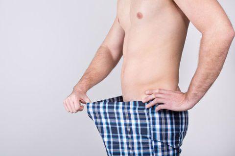 高雄醫學大學泌尿科副教授王起杰說,男人一生中15歲到30歲的荷爾蒙的指數是最高的,年過三十歲荷爾蒙只有減退沒有增加,所以不必擔心是不是出了問題,這是正常現象。男性性功能要如何知道是否正常,可以從「硬度」,還有依照年齡的增加,可以從容從事行房的次數來看。