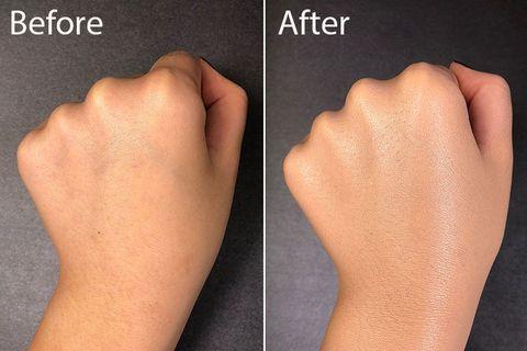 <p>質地非常水潤,極好推開、推勻,保濕度、遮瑕度極佳,完妝後呈現非常漂亮又健康的光澤肌,彷彿自己的肌膚會發光!<br></p><p>氣味:濃郁的花香</p><p>光澤度:高</p><p>持妝度:中上</p><p>服貼度:高</p><p>遮瑕度:高</p><p>完妝感:微霧至奶油肌(透出自然光澤)</p><p>粉撲:紮實有彈性,採柔滑圓角設計,能夠沾取適當的量。</p>