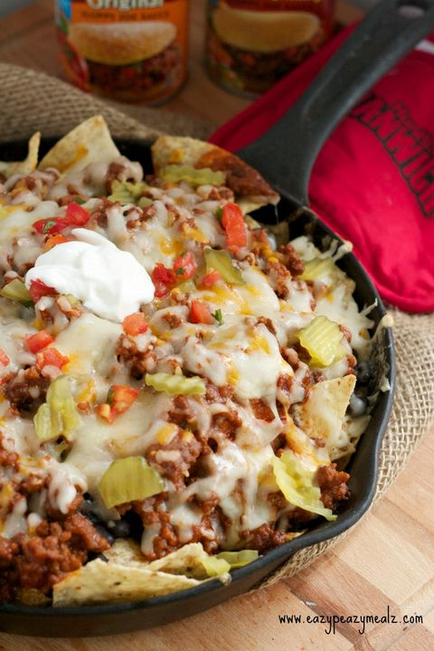 Lätt, breezy, super-cheezy: These nachos take supreme to the next level.Get the recipe from Eazy Peazy Meals.