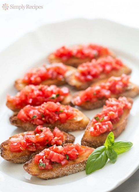 <p>This fresh and flavorful snack is light enough to be enjoyed poolside. </p>