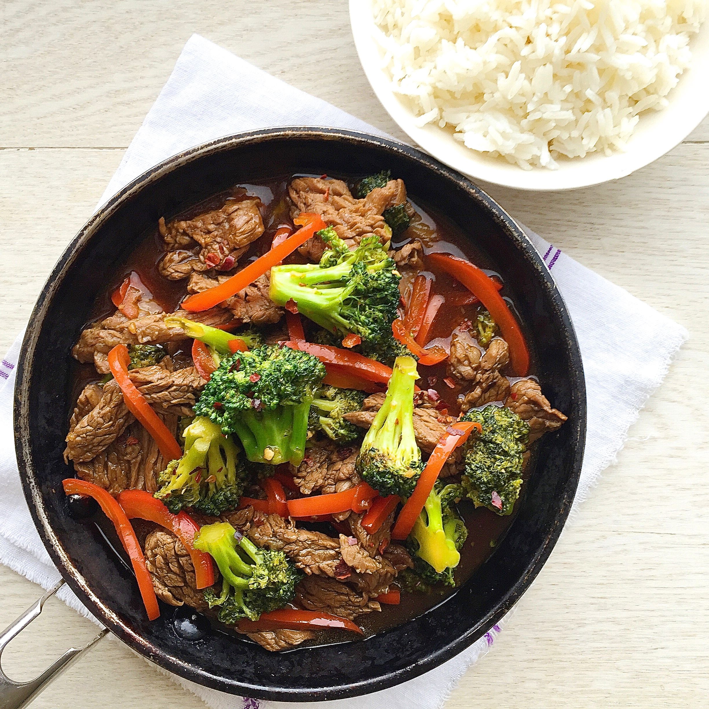 Best Beef And Broccoli With Red Peppers Recipe How To Make Beef And Broccoli With Red Peppers Delish Com