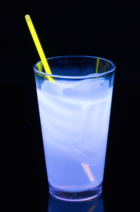 Drink, Highball glass, Drinking straw, Non-alcoholic beverage, Alcoholic beverage, Distilled beverage, Kamikaze, Glass, Curaçao, Liquid,