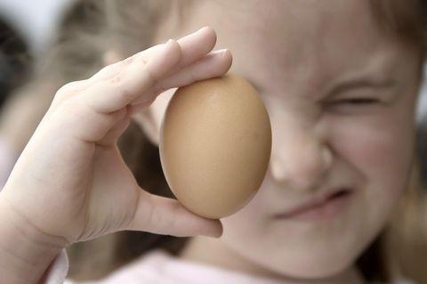 Finger, Cheek, Skin, Joint, Ingredient, Egg, Organ, Nail, Tan, Thumb,