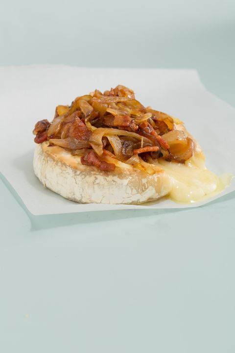 Baked Brie with Bacon and Caramelized Onions