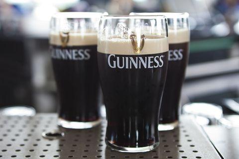 Barware, Drink, Glass, Beer glass, Logo, Alcoholic beverage, Liquid, Stout, Drinkware, Beer,