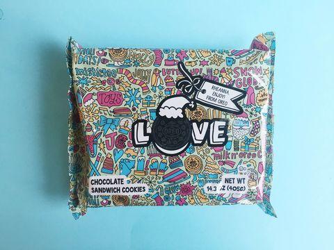 Textile, Turquoise, Teal, Aqua, Pattern, Magenta, Creative arts, Visual arts, Bag, Paper product,