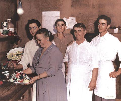 The History of Tarpon Springs-Style Greek Salad