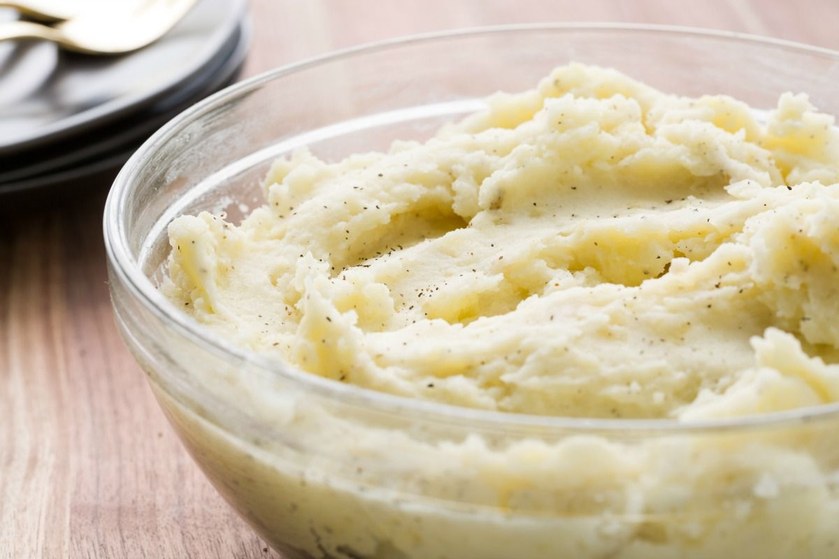 8 Things You Need To Know Before Eating Store Bought Mashed Potatoes