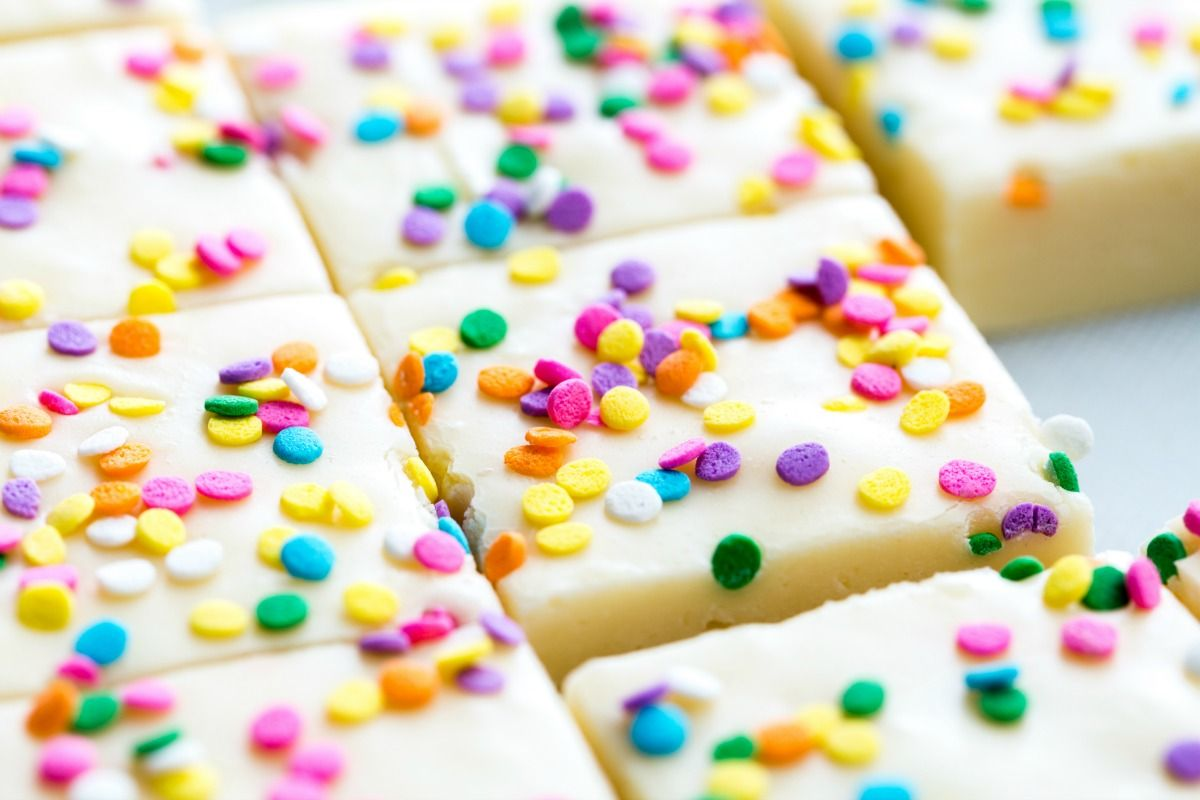 Cake Batter Fans Will Lose Their Minds Over This Birthday Cake Fudge