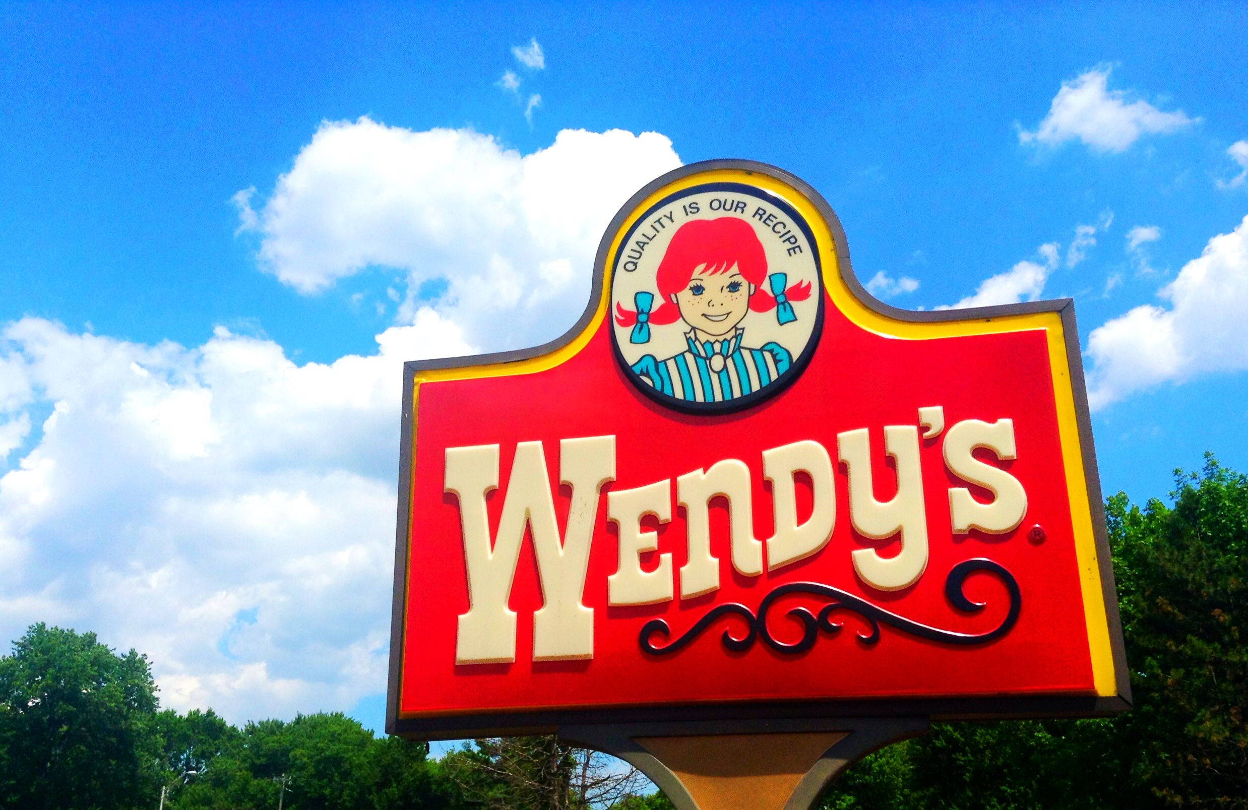 wendy s calls out mcdonald s for using frozen beef in its super bowl