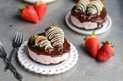 Mini No-Bake Chocolate Covered Strawberry Cheesecakes