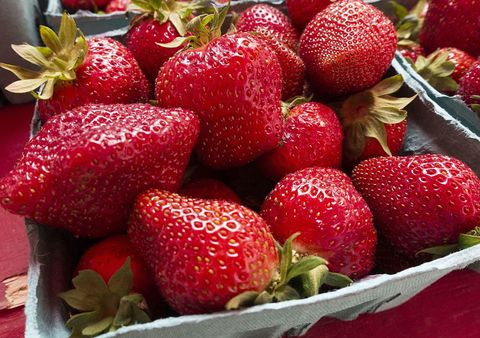 Food, Natural foods, Fruit, Sweetness, Produce, Red, Strawberry, Vegan nutrition, Whole food, Accessory fruit,