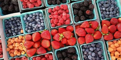 Natural foods, Local food, Berry, Food, Fruit, Frutti di bosco, Superfood, Marketplace, Plant, Blackberry,