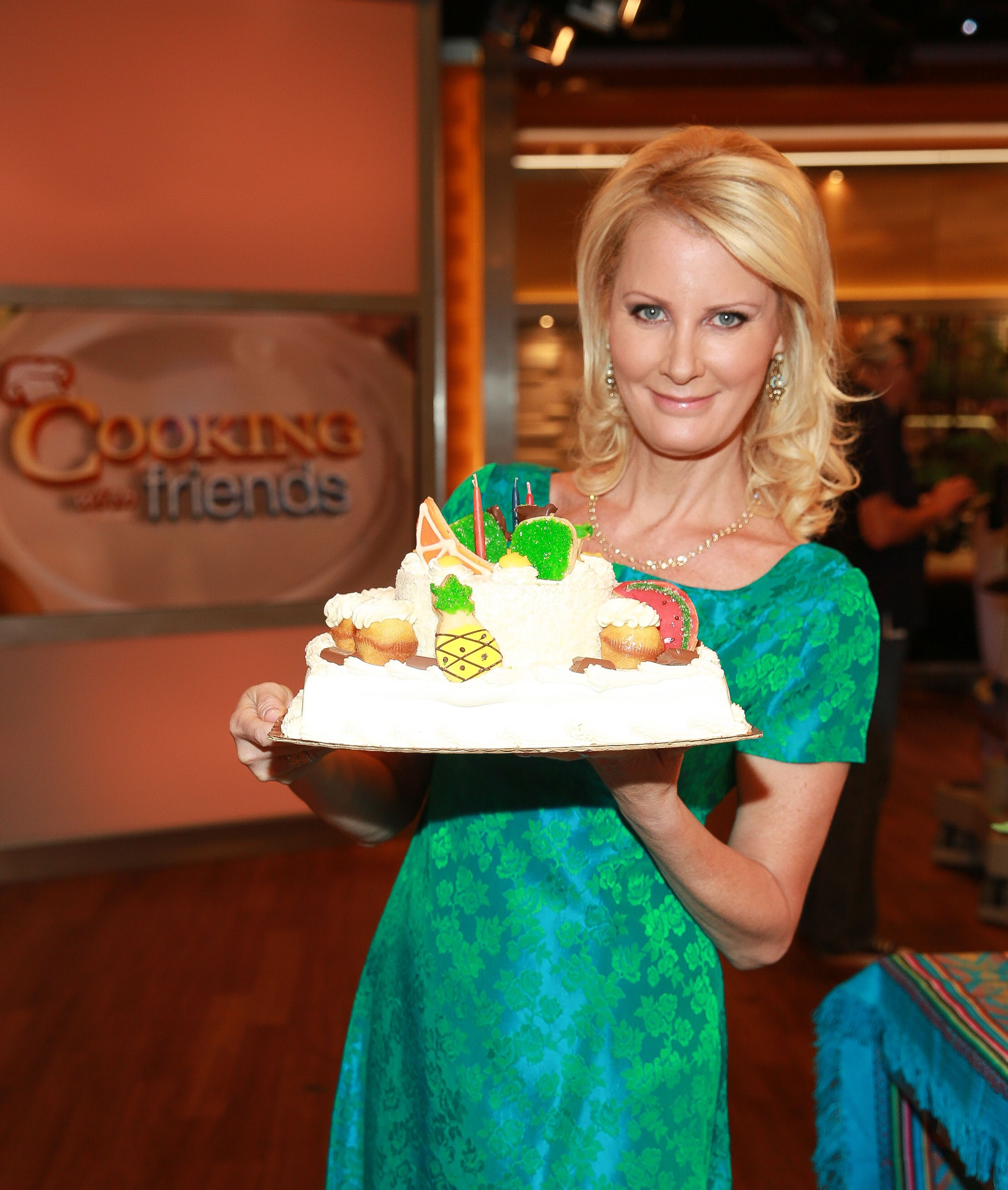 Things You Don\'t Know About Sandra Lee - How Tall Is Sandra Lee ...