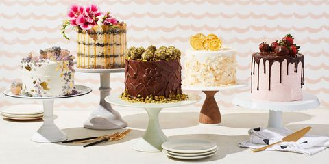 Serveware, Sweetness, Food, Dishware, Dessert, Cuisine, Baked goods, Ingredient, Cake, Cake decorating,