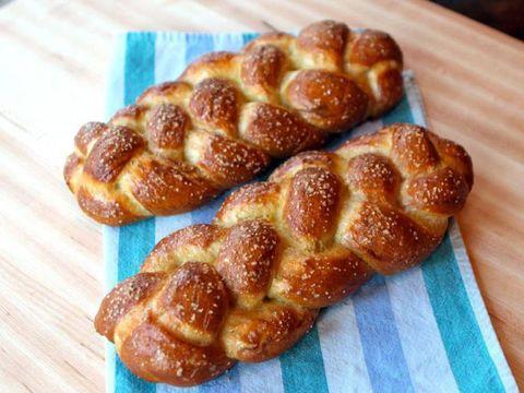 Food, Cuisine, Dish, Challah, Bread, Baked goods, Ingredient, Tsoureki, Hefekranz, Dessert,