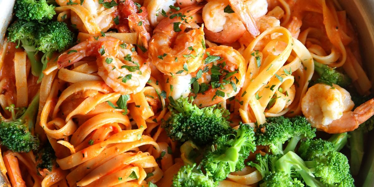 Best Shrimp And Broccoli Fettuccine Recipe How To Make Shrimp And Broccoli Fettuccine Delish Com