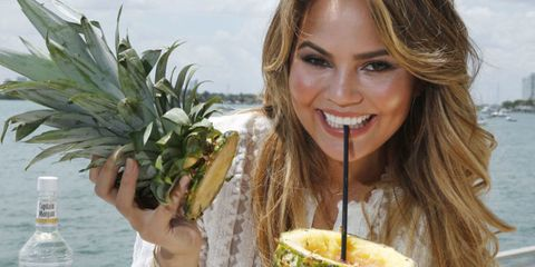 Hair, Pineapple, Natural foods, Skin, Food, Eating, Beauty, Ananas, Smile, Plant,